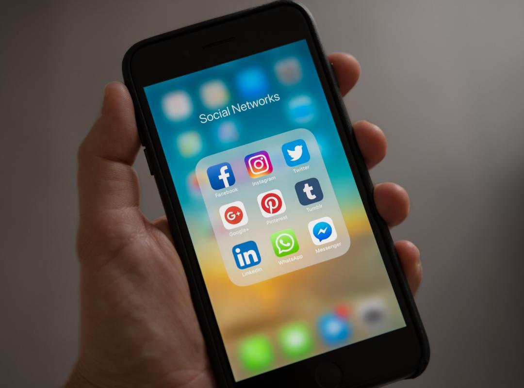 social-media-optimization-phone-graphic