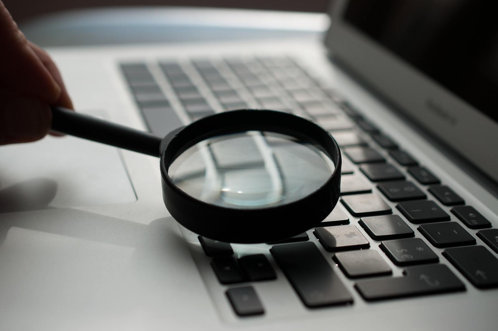 marketing-audit-magnifying-glass